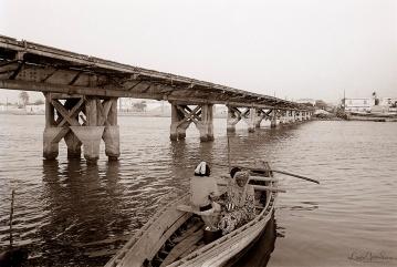 ©1988 Saint-Louis au Sénégal. Vingt-cinq francs la traversée Plutôt que du pont traverser