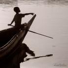 """©1987 Saint Louis au Sénégal. """"Là-bas, au Sud, le fleuve Sénégal termine sa longue course. Prisonnier des terres chaudes auxquelles il a porté la vie, le voici engloutit dans la fraicheur atlantique""""."""