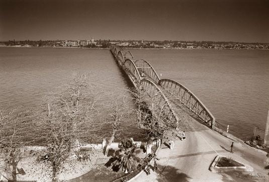 ©1987 Saint-Louis au Sénégal. Plan classique, répété au long des temps, cette image a trente ans.