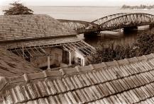 ©1988 Saint-Louis au Sénégal. Les tuiles de Marseille