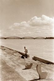 ©1988 Saint-Louis au Sénégal. Un instant entre ciel et fleuve, Un voeux à Mame Coumba Bang