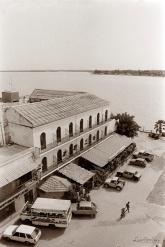 ©1987 Saint-Louis au Sénégal. Le légendaire Hôtel de la Poste.