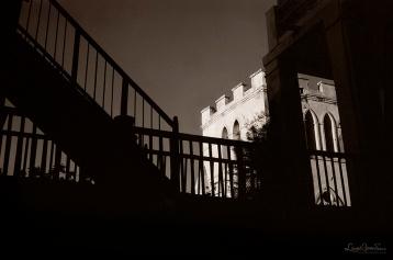 ©1987 Saint-Louis au Sénégal. Dans la fraicheur et l'intimité des cours intérieures A l'abri des regards curieux les secrets demeurent.