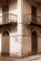 ©1987 Saint-Louis au Sénégal. Portes closes, maisons à vendre, abandonnées...