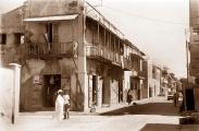©1988 Saint-louis au Sénégal. D'aucuns diront que tout à une fin Que le temps est assassin Cette maison n'existe plus