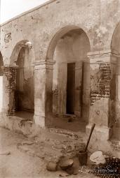 ©1988 Saint-Louis au Sénégal. De briques et de bois Et le temps dicte sa loi