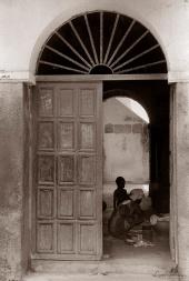 ©1988 Saint-Louis au Sénégal. Du soleil de midi à la fraicheur libératrice des demeures